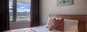 ph_doublebed_room_window1900x700
